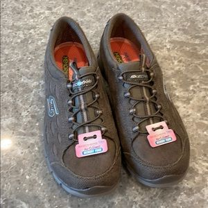 NWT Skechers flex air cooled memory foam slip ons